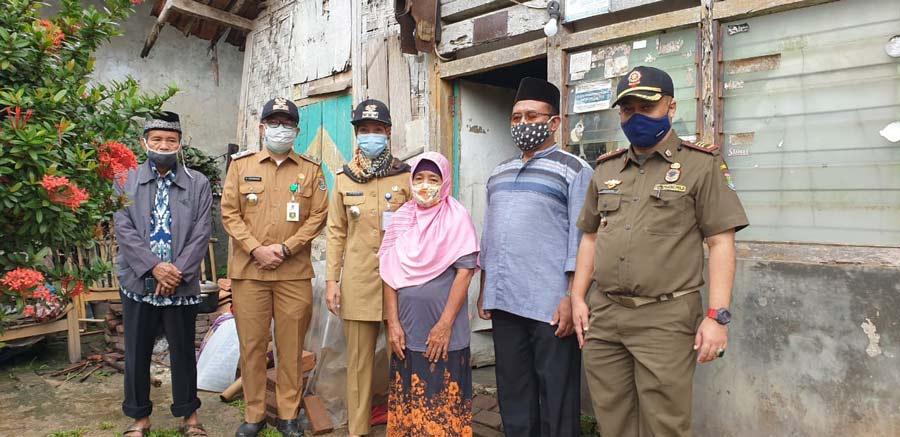 Bazda Kabupaten Tangerang dan Camat Tigaraksa Bedah Rumah Warga Tidak Layak Huni.