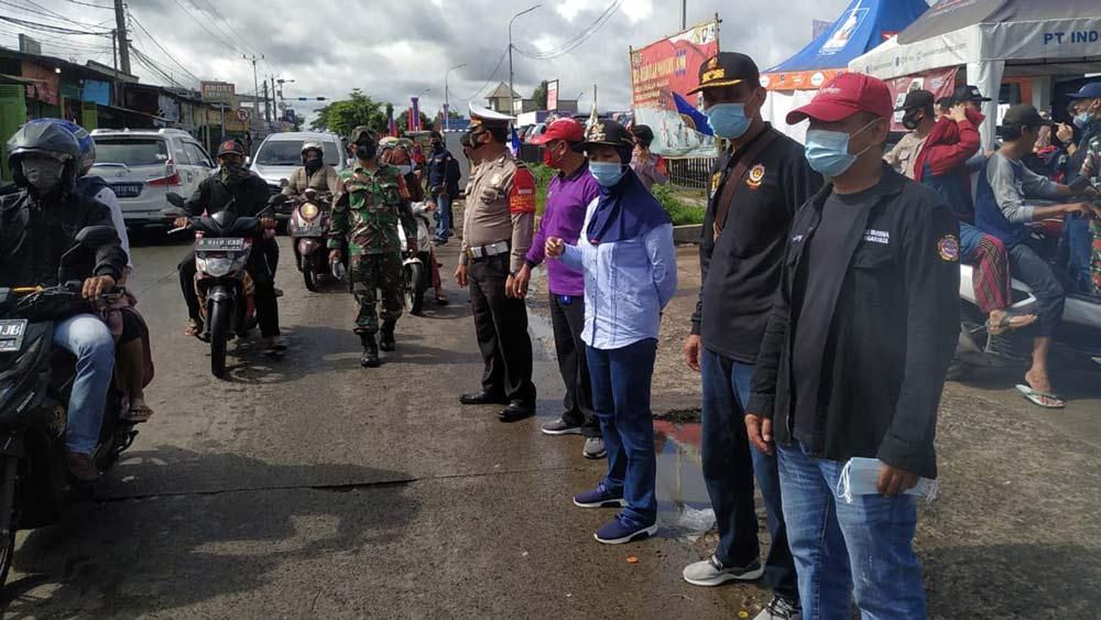 katar tigaraksa sosialisasi 4 m dan bagikan masker ke pengguna jalan