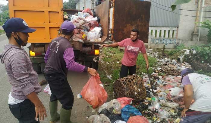 Gerak Cepat, DLHK Kabupaten Tangerang Atasi Tumpukan Sampah Liar di Jalan Aria Jaya Santika