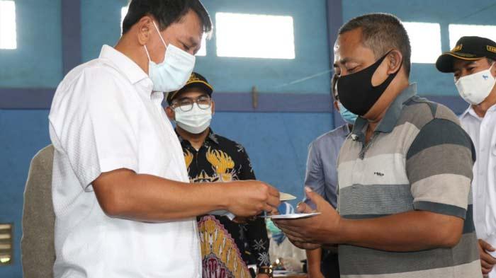 Sekda Kabupaten Tangerang Serahkan Bantuan Permodalan kepada PUK Melalui Sibamas