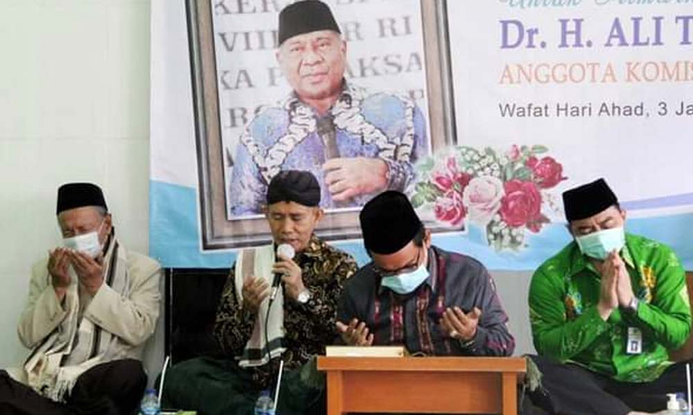 Tangis Haru Kenang Perjuangan Mendiang Ali Taher Parasong dalam Acara Doa dan Tahlil