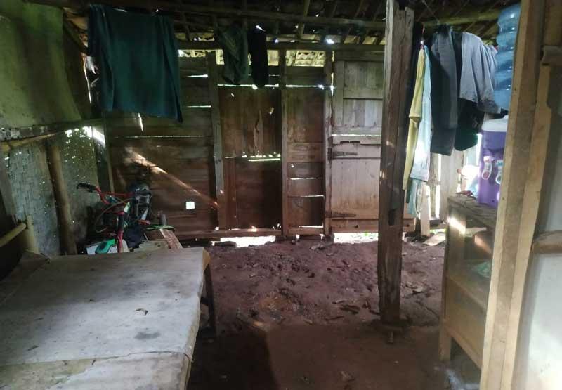 Janda 4 Orang Anak Tinggal Di Rumah Yang Hampir Ambruk
