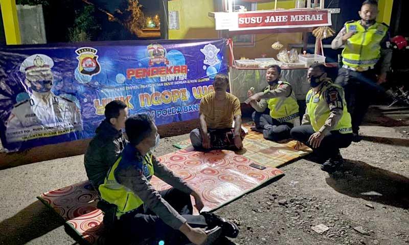 """Imbau Prokes Lebih Merakyat, Ditlantas Polda Banten Laksanakan Program """"Yuk Ngopi Wae"""""""