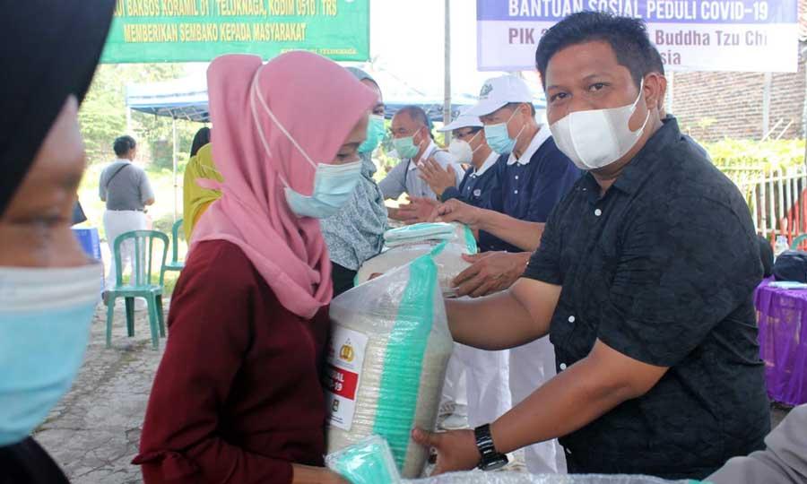 PIK 2 dan Buddha Tzu Chi Bagikan 1.200 Paket Sembako Untuk Warga Desa Lemo Tangerang
