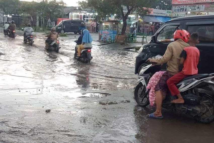 Akses Jalan Raya Balaraja-Kresek-Kronjo Kondisinya Memprihatinkan