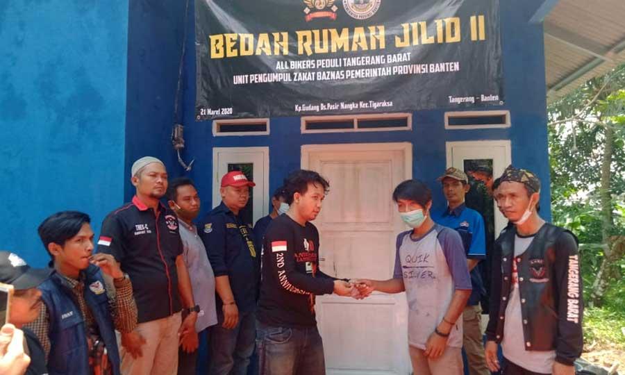 Bedah Rumah Rampung, All Bikers Tangerang Barat Peduli Lakukan Serah Terima Kunci Rumah