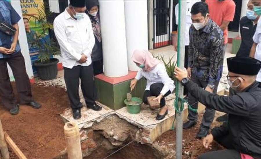 Camat Tigaraksa Resmikan Peletakan Batu Pertama Rehab Kantor Desa Pasir Bolang