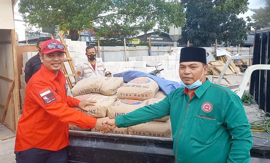 Pemuda Batak Bersatu DPC Jakbar Bantu Yayasan MBHI Bangun Rumah Yatim