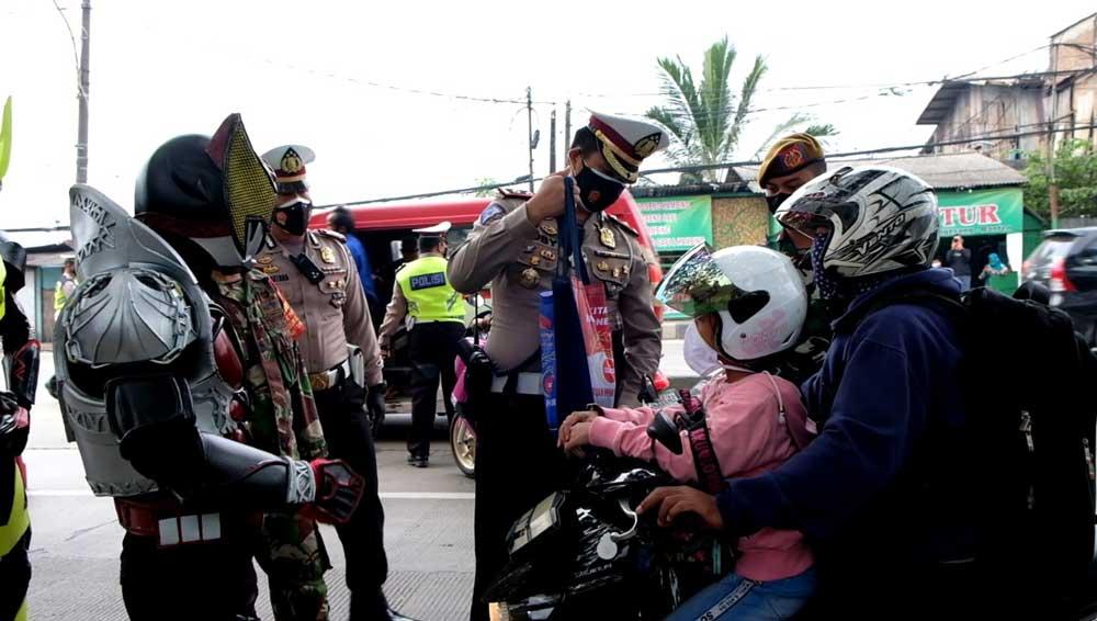 Ada Ksatria Baja Hitam Dalam Penegakkan PPKM Di Jayanti