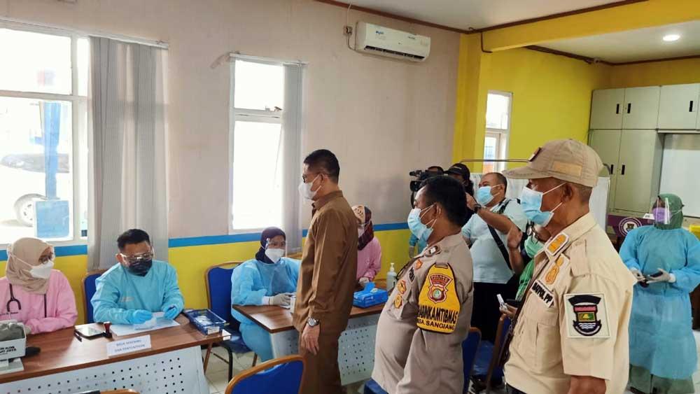 Barhum Hs Monitoring dan Sosialisasi Vaksinasi Di Puskesmas Kedaung Sepatan Timur