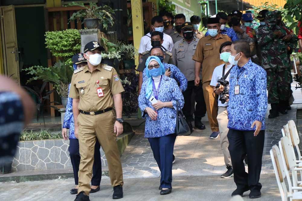 Bupati Tangerang Tinjau pelaksanaan Vaksinasi SMPN 2 Tigaraksa