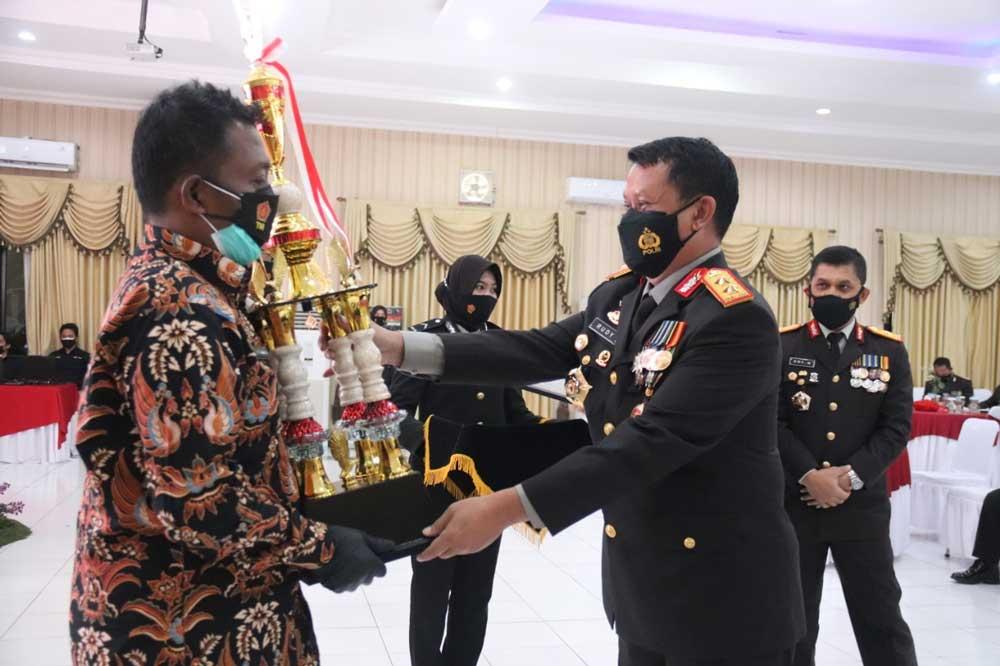 Desa/Kelurahan Pemenang Lomba PPKM Mikro Dapat Penghargaan dari Polda Banten
