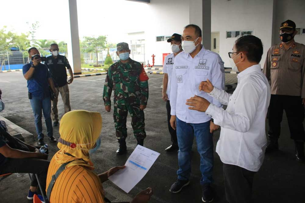 Kejar Target Vaksinasi 2 Juta, Bupati Zaki Tinjau Vaksinasi di PT Adis dan PT Tungmung Balaraja