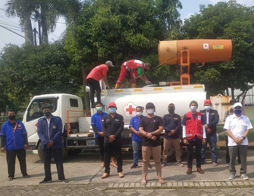 PMI Bersama Karang Taruna Kecamatan Tigaraksa Lakukan Penyemprotan Disinfektan