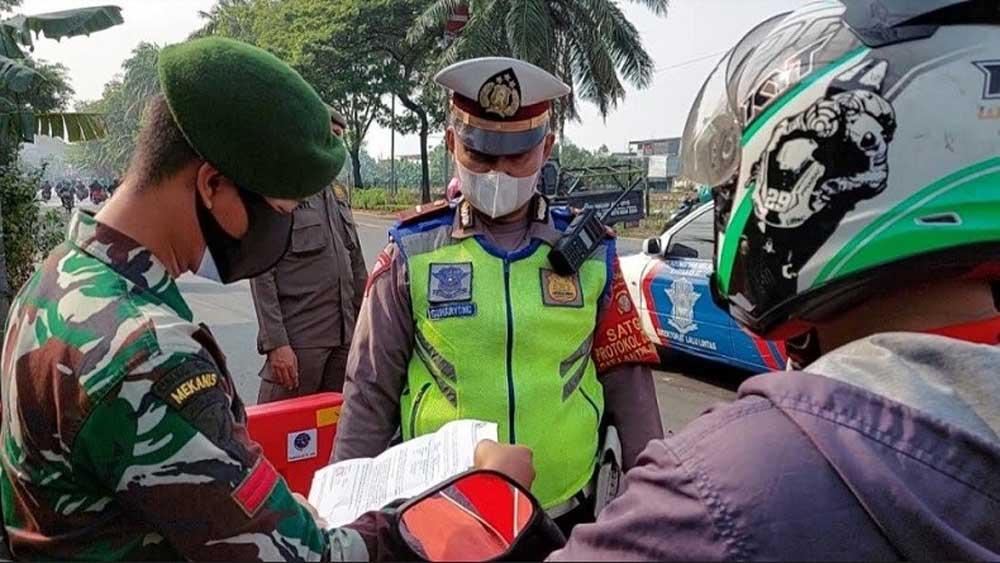 PPKM Level 4 Berlaku Hari ini, Begini Kondisi Penyekatan di Jalan Daan Mogot Jakbar