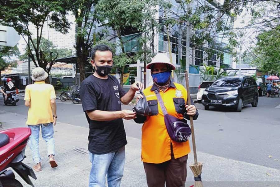 PWI Kabupaten Tangerang Bagikan Daging Kurban ke Warga Terdampak COVID-19 dan PPKM