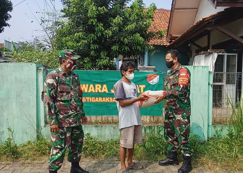 Peduli Rakyat, Koramil 06/Tigaraksa Bantu Warga Terdampak Covid-19 di Kecamatan Tigaraksa