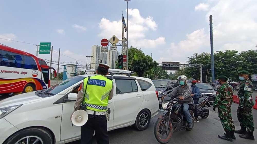 Ratusan Kendaraan Menuju Jakarta Diputar Balik Di Jalan Daan Mogot