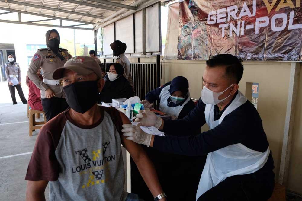 Satlantas Polresta Tangerang Gelar Vaksinasi Bagi Pemohon SIM