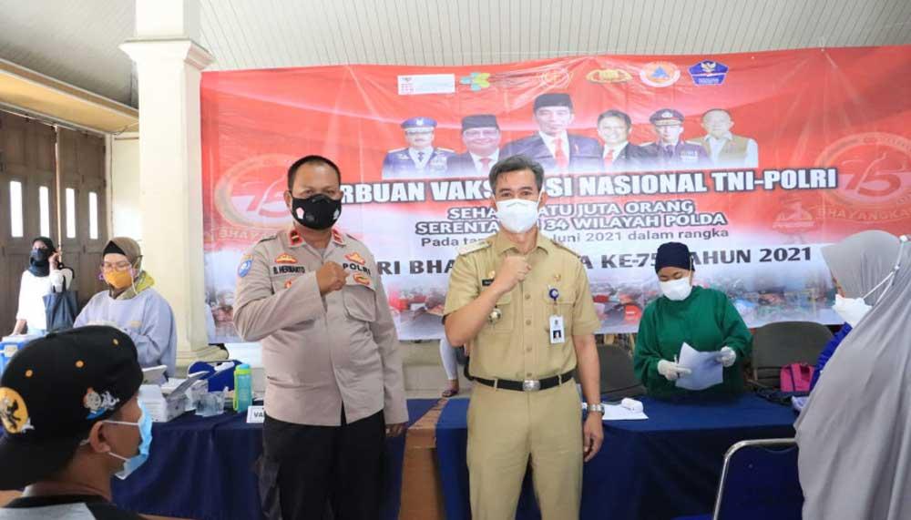 Warga Antusias Ikuti Vaksinasi yang Digelar Kecamatan Balaraja Bersama TNI-Polri