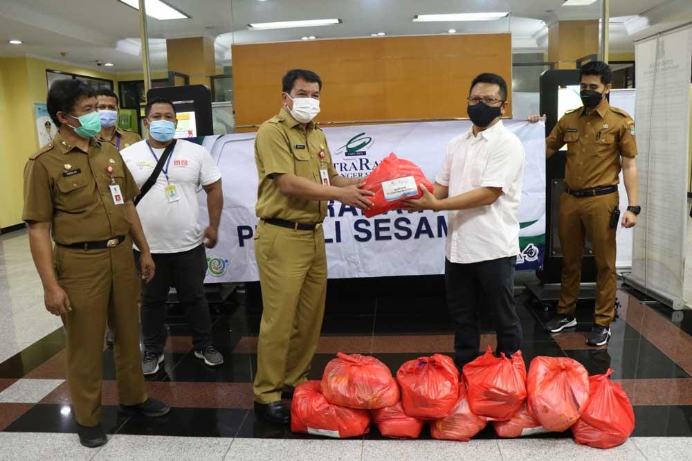 Bantu Penanganan Covid-19, PT Astra dan PT Citra Raya Salurkan 1200 Paket Sembako ke Pemkab Tangerang
