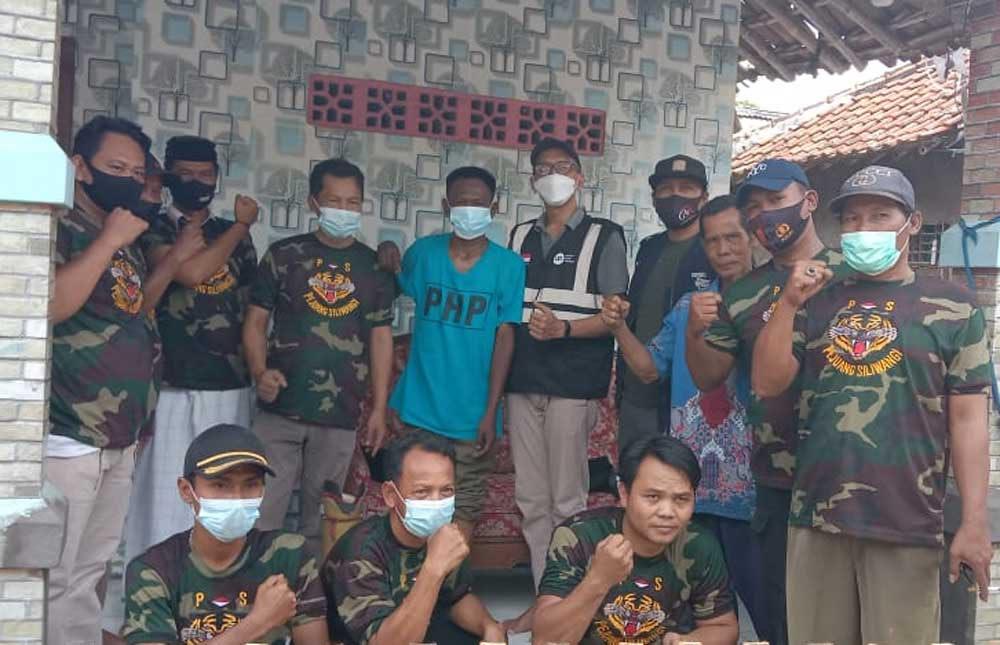 Bekerjasama dengan Yayasan IZI Banten, DPAC PSI Kecamatan Kemiri Salurkan Bantuan Kaki Palsu