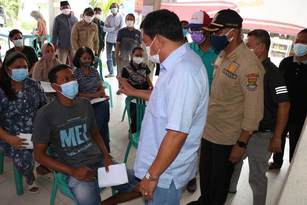 Sekda Tinjau Vaksinasi Di RW 08 Perumahan Taman Kirana Kecamatan Solear