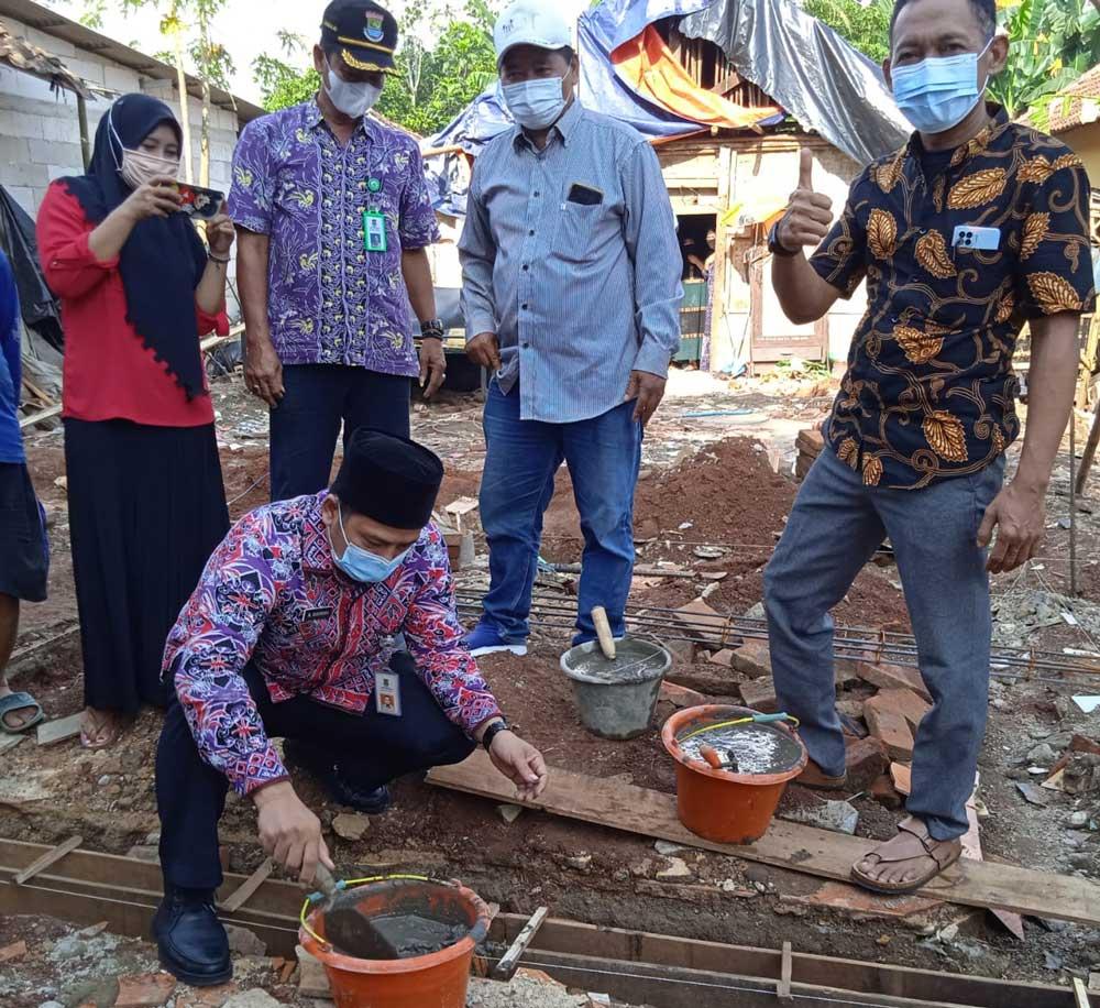 PJS Desa Pematang Letakan Batu Pertama Program Bedah Rumah Gebrak Pak Kumis