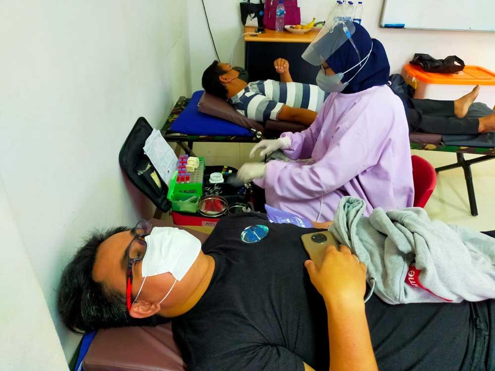 PMI dan Untara Kumpulkan 60 Kantong Darah