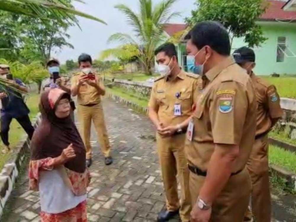 Sekda Sambangi Nenek Ating di Panti Sosial Pemkab Tangerang